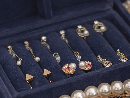 宝石を高価買取してもらうための保管方法 ジュエリーごとに正しい方法で保管 ピアス・イヤリング