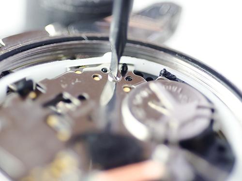 ブランド時計オメガ高価買取のための保管方法 クォーツ時計は電池を外してから保管する